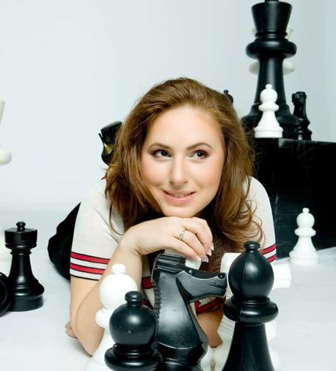 Woman plays Chess and it's fun playing with a date.